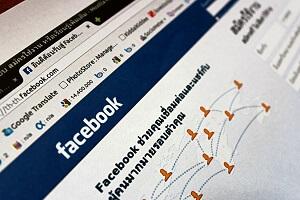 tela do computador aberta na página do Facebook