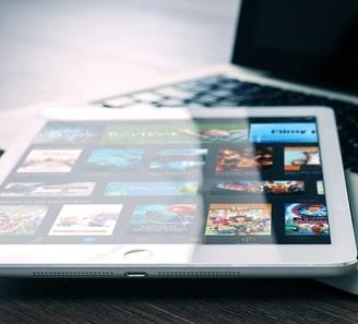 tablet com o aplicativo da Netflix aberto